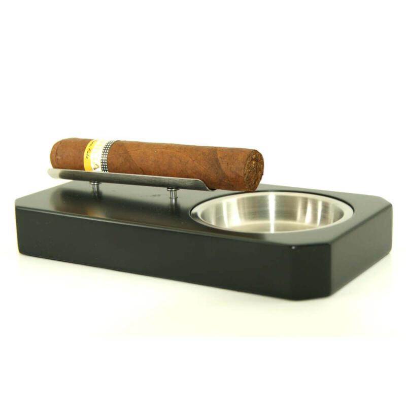 Single cigar ashtrays